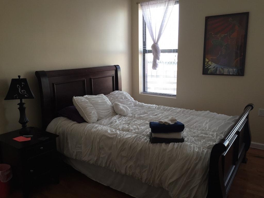 Bett mit Handtüchern