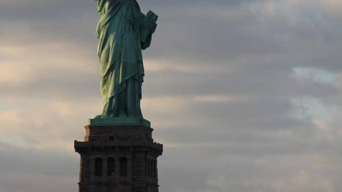 Lady Liberty ist wohl eines der berühmtesten Wahrzeichen der Welt.
