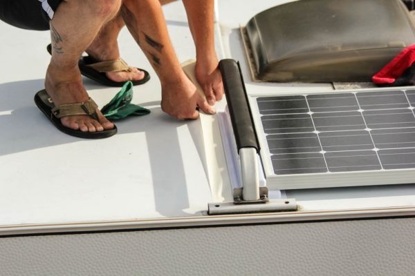 Wohnmobil Dach Solarspoiler abkleben