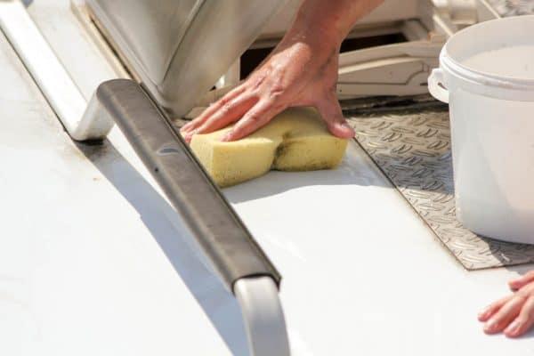Wohnmobil Dach vorreinigen, gegen groben Schmutz