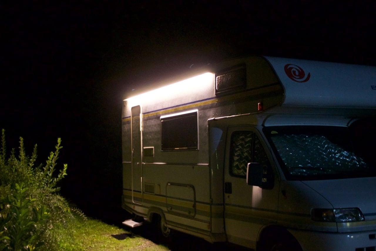 led au enbeleuchtung am wohnmobil im eigenbau. Black Bedroom Furniture Sets. Home Design Ideas
