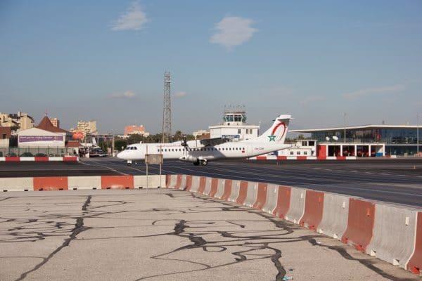 Flugzeug auf dem Rollfeld in Gibraltar