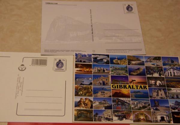 Postkarten von Gibraltar mit einer Briefmarke mit der Queen