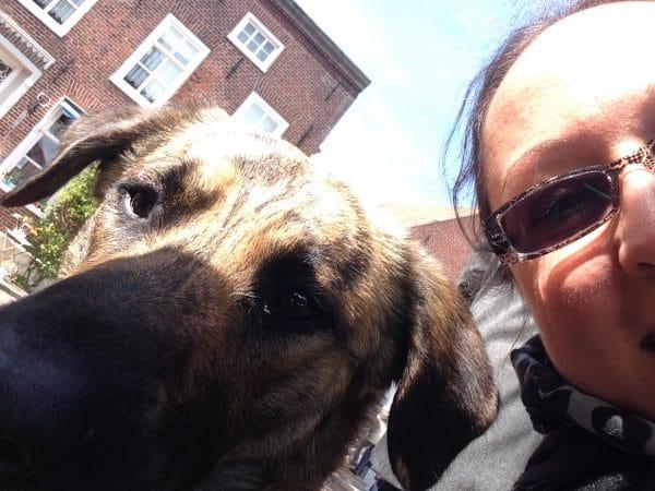 Selfie von Frauchen und Hund
